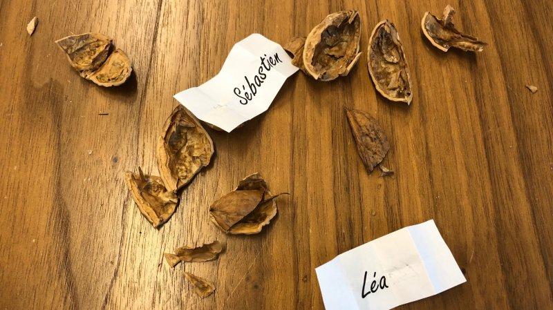 Les prénoms des candidats potentiels étaient placés dans des noix.