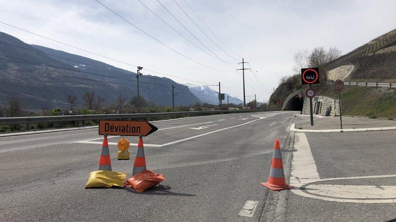 Le tunnel de Regrouillon, situé sur la route entre Granges et Sierre, est fermé à la circulation jusqu'à vendredi. Des opérations annuelles de lavage des parois et d'entretien des équipements électromécaniques s'y déroulent durant toute la semaine.