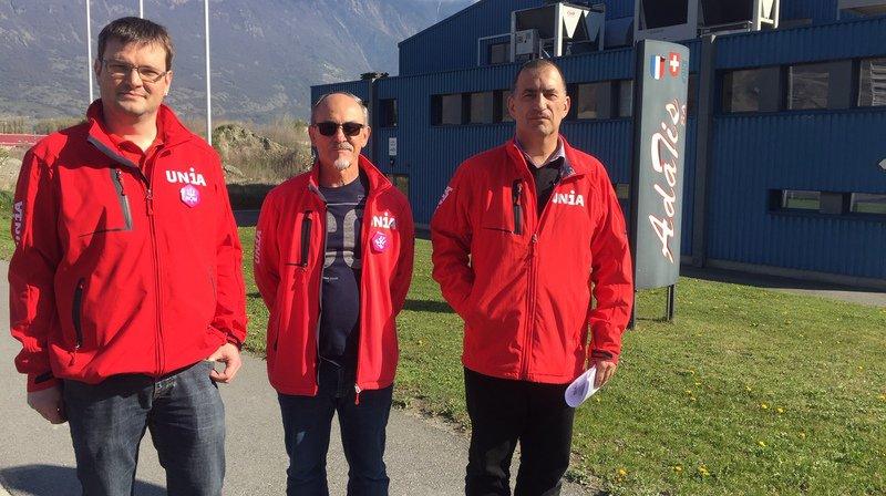 Les secrétaires syndicaux Antoine Frossard, Manuel Leite et Blaise Carron ont dénoncé les pratiques salariales de l'entreprise Adatis à Martigny.