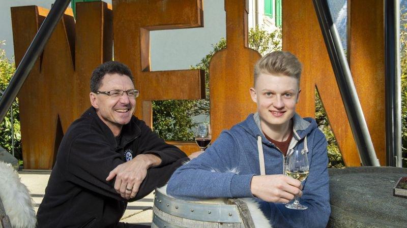 Olivier Mounir rêve d'une relève engagée et performante pour le Valais viticole du XXIe siècle. Luc, son fils de 17 ans, aime la vigne mais pas que...