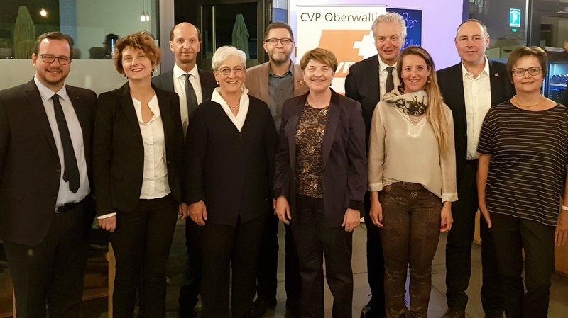 Les candidats du PDC du Haut aux élections fédérales en compagnie de la conseillère fédérale Viola Amherd et de la candidate aux Etats Marianne Maret.