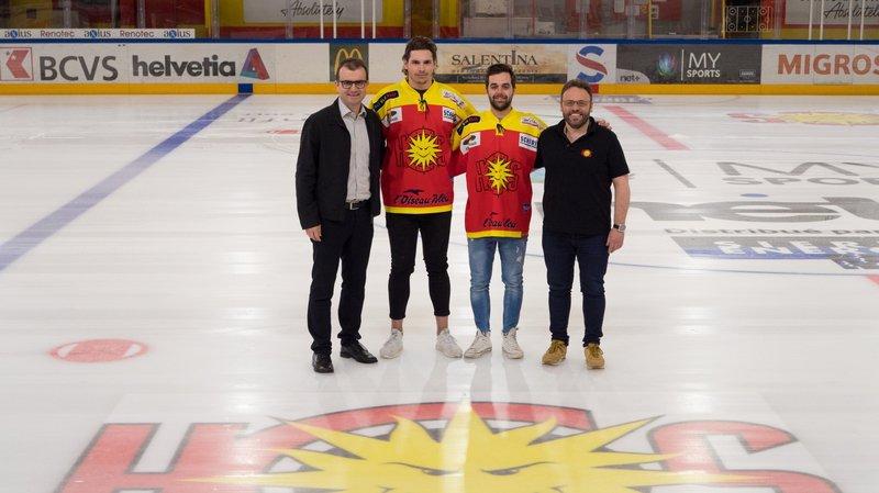 Mike Wyniger et Nicolas Dozin sont entourés par Alain Bonnet, président du HC Sierre, et Christophe Fellay, directeur technique.