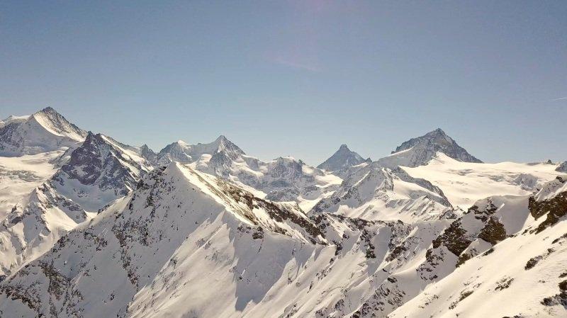 «Le Valais depuis les airs»: vol au-dessus de Grimentz et Zinal