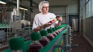 Aproz: des bouteilles de sirop en PET 100% recyclé