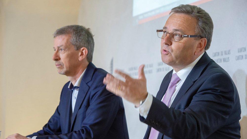 Roberto Schmidt, conseiller d'Etat chargé de l'énergie, a présenté lundi 29 avril 2019 la vision 2060 et les objectifs énergétiques 2035 en compagnie de son chef de service Joël Fournier (à gauche).