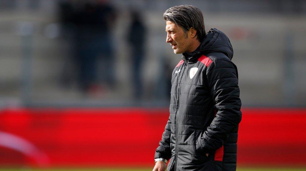 Murat Yakin quitte le terrain du stade de Tourbillon après le revers concédé contre Young Boys.