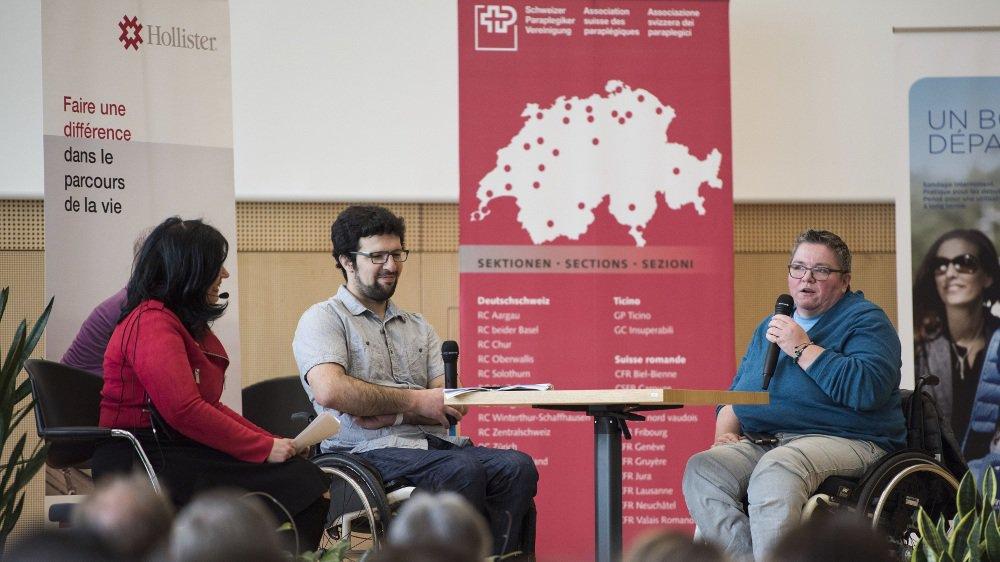A l'occasion de la 2ème rencontre romande de paraplégie modérée par la journaliste Christine Savioz, Blaise Mettan et Béatrice Bussard ont livré des témoignages chargés d'émotions.