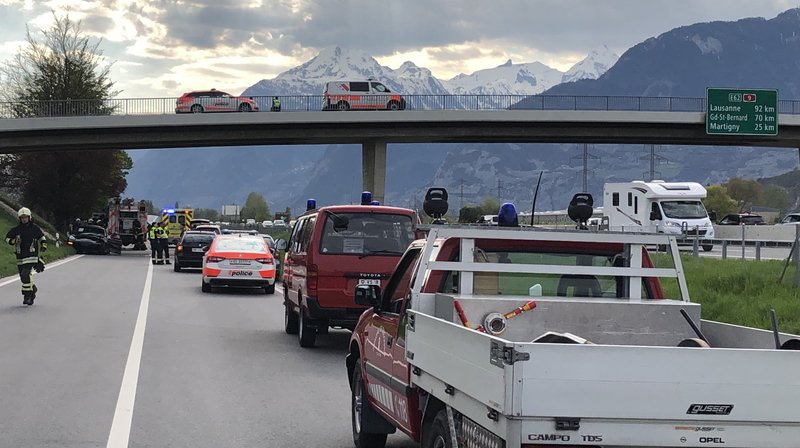 L'accident, visible depuis l'autoroute, a nécessité l'engagement d'importants moyens de secours.