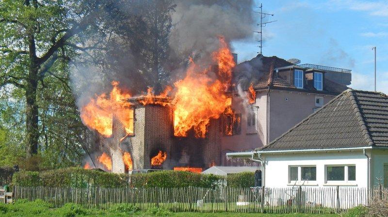 La découverte macabre a eu lieu jeudi soir à Salmsach une fois les flammes éteintes.