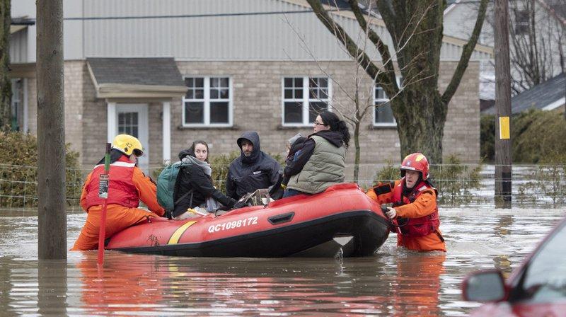 Plusieurs centaines de policiers, militaires et pompiers ont évacué près de 2600 maisons depuis samedi soir.