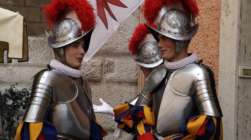 Cinq des vingt-trois nouveaux gardes suisses viennent de Suisse romande.