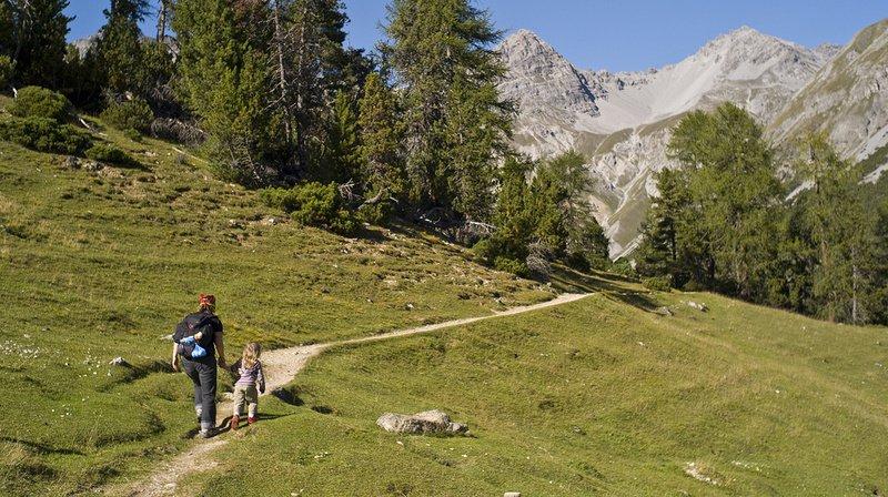 La Suisse est le pays idéal pour randonner plusieurs jours durant autour de lacs, le long de rivières ou en montagne.