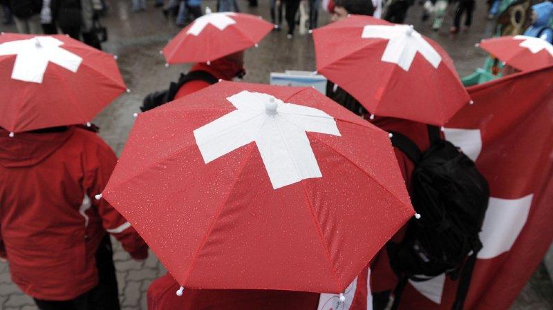 Une radio française qui agace les Suisses, des mots helvètes intrigants et les Tesla de la police bâloise… l'actu suisse vue du reste du monde