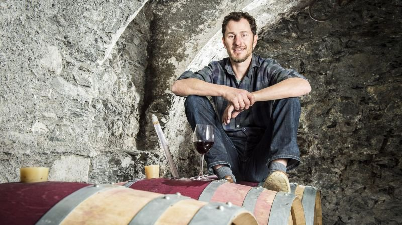 En plus de son activité d'œnologue à la cave La Petite Vertu et d'enseignant, François Schmaltzried siège au comité de l'UVEV (Union des vignerons et encaveurs du Valais) présidé par Marie-Thérèse Chappaz.