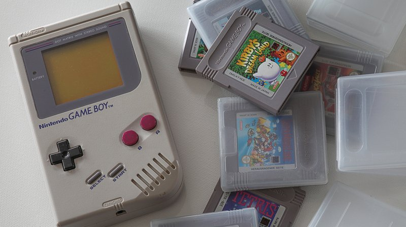 Si la Game Boy a été mise en vente au Japon le 21 avril 1989, elle est sortie en Suisse le 28 septembre 1990.