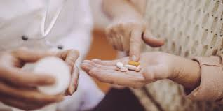 Le Valais lance une étude sur la médication des personnes âgées, enjeu de santé publique