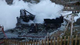 Täsch: un chalet a été détruit par les flammes tôt samedi matin