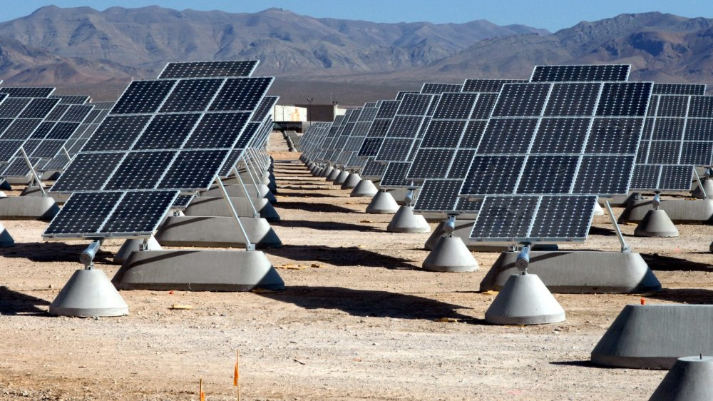 Un champ de panneaux solaires près de la base aérienne de Nellis, aux Etats-Unis.