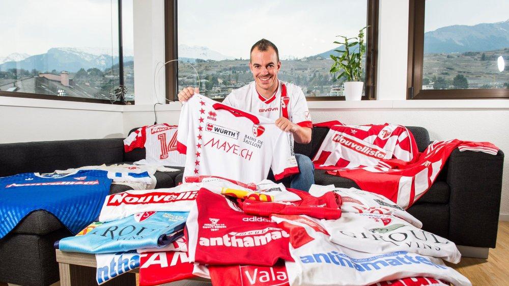 Le fan du FC Sion possède presque 200 maillots portés par ses idoles.