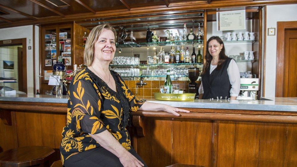 Le café-restaurant de la Tour ferme ses portes après près de trente ans avec la même équipe aux commandes et au service, la patronne Marie-France (à gauche) et la serveuse Augusta.