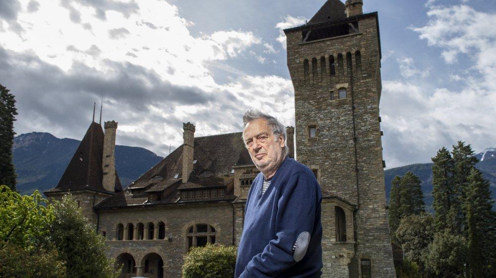 Stephen Frears devant le château Mercier, qui, depuis une quinzaine d'années, est devenu une bulle d'oxigène bienvenue.