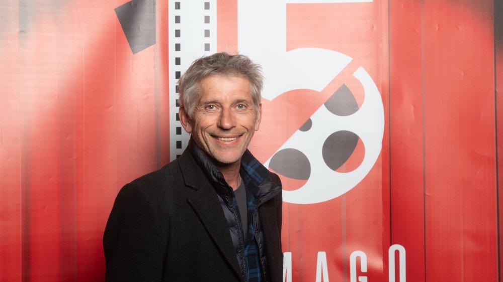 Jacques Gamblin devant le logo du 15 anniversaire de DreamAgo, une association dont il aime la démarche collective.