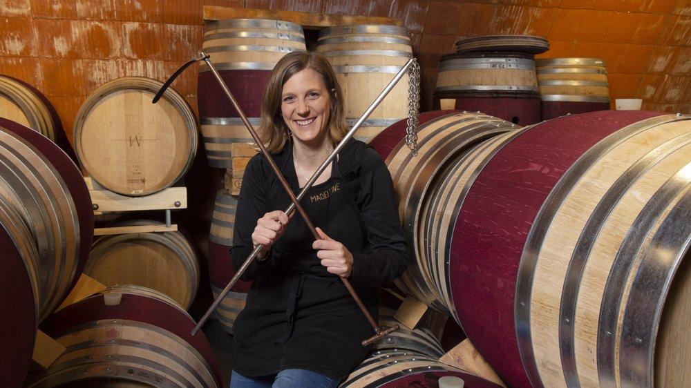 Madeleine Mercier aime partager son temps entre la cave et la vigne.