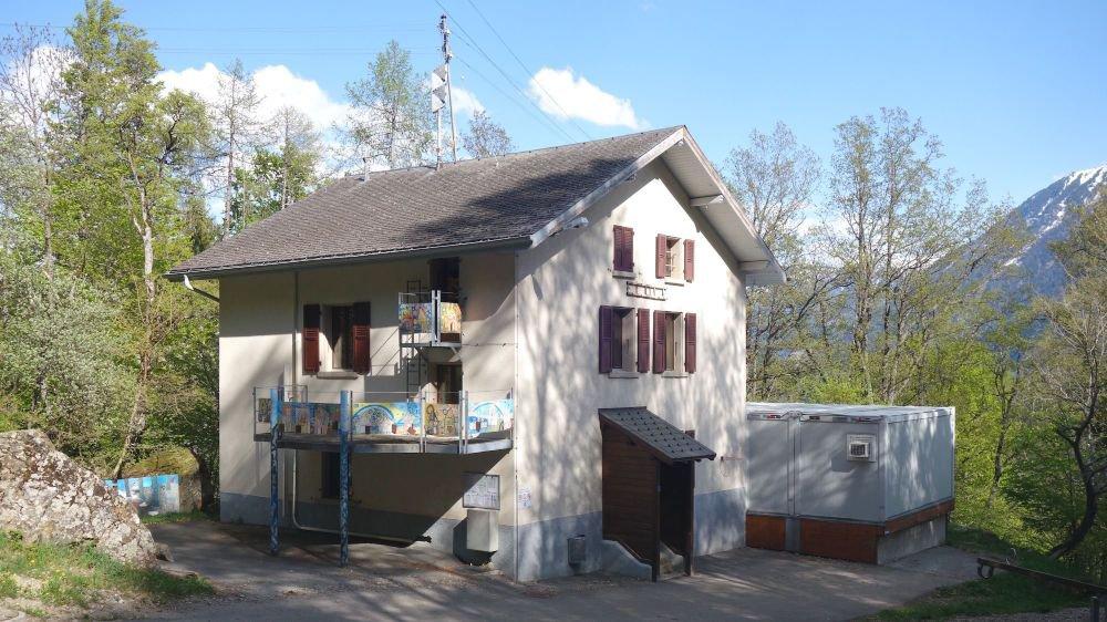 Occupant l'ancienne école, la maison villageoise de Ravoire, qui sera inaugurée samedi, est désormais opérationnelle.