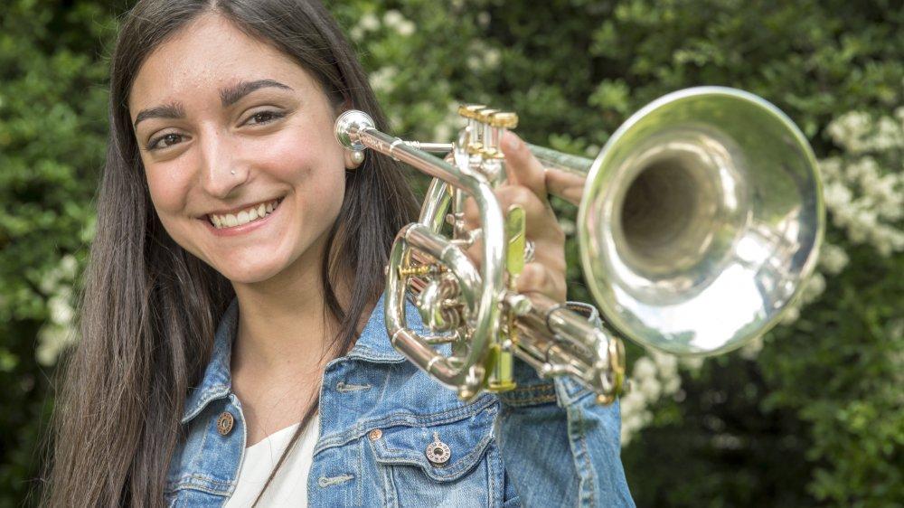 Mathilde Roh, équilibriste virtuose dans le son comme dans les études. Elle mène actuellement de front des études de vétérinaire à Berne et un parcours musical hors norme.