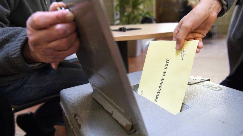 Armes et fiscalité: un double oui attendu dans les urnes le 19 mai, selon deux sondages