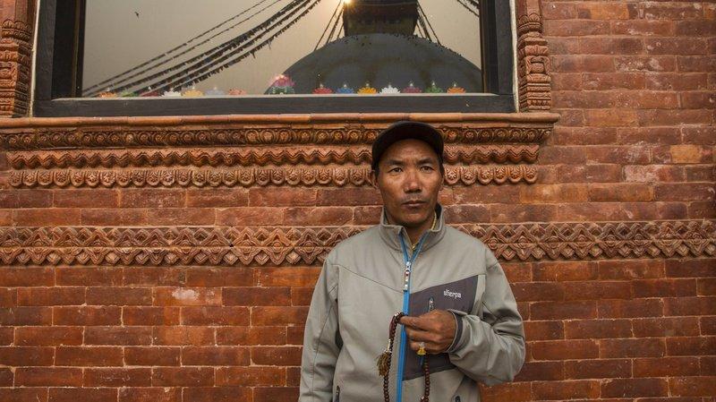 Un sherpa népalais atteint le sommet de l'Everest pour la 23e fois, un record
