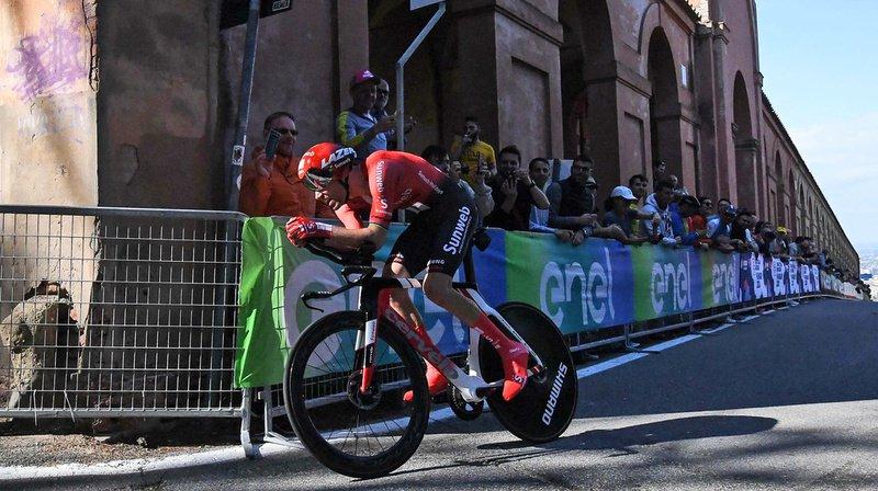 Tom Dumoulin a tenté de prendre le départ de la 5e étape du Giro, mais sa blessure au genou l'a forcé à abandonner après quelques tours de pédale. (Archives)