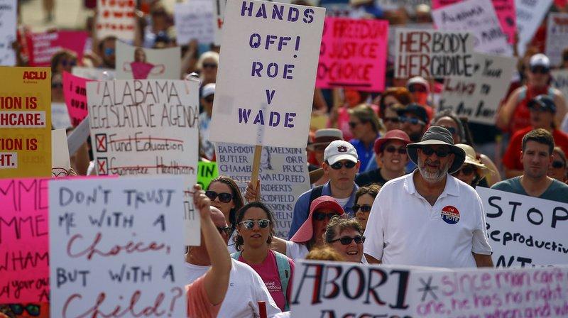 États-Unis: des milliers de manifestants contre l'interdiction de l'avortement en Alabama