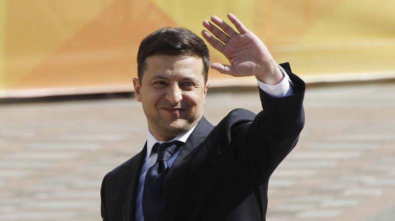 Ukraine: à peine investi président, l'ex-comédien Zelensky dissout le Parlement