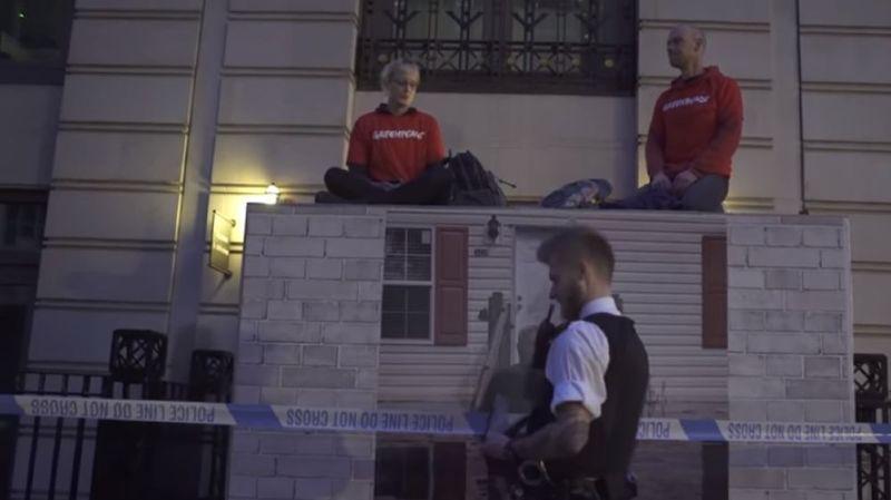 Londres: des militants de Greenpeace arrêtés lors d'une action contre le siège de BP