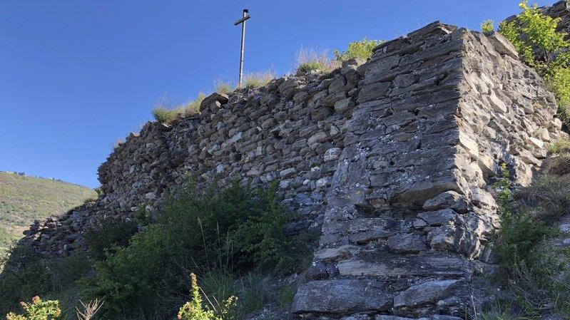 C'est le mur ouest de la Bâtie qui fera l'objet des premiers travaux de restauration mandatés par la Fondation du Vieux-Granges.