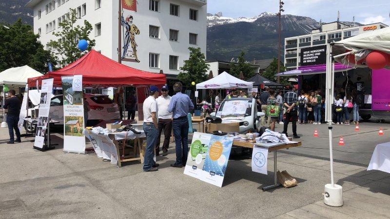 Vendredi après-midi, la place de l'hôtel de ville de Sierre s'est transformée en un village du développement durable à l'occasion de l'événement «Sierre Respire».