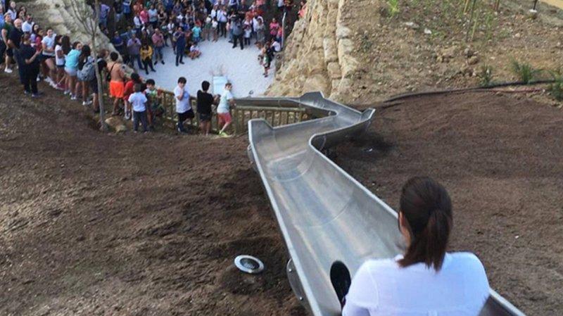 Espagne: un toboggan urbain géant ferme un jour après son inauguration