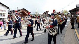 AR7Y0512-Cor des Alpes Montana-Village