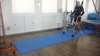 Santé: des chercheurs de l'EPFL développent une méthode de rééducation non invasive pour paraplégiques