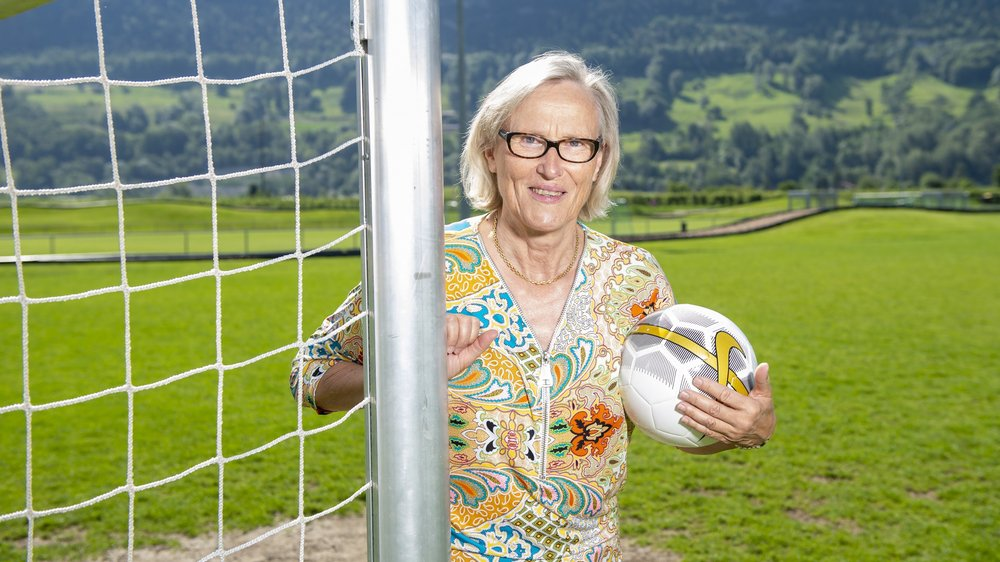 Madeleine Boll espère que le football féminin suive son propre chemin.