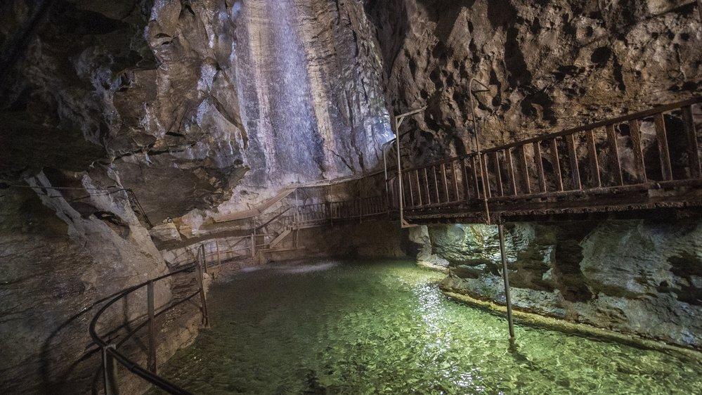 La température à l'intérieur de la grotte aux fées, à Saint-Maurice, est de dix degrés.