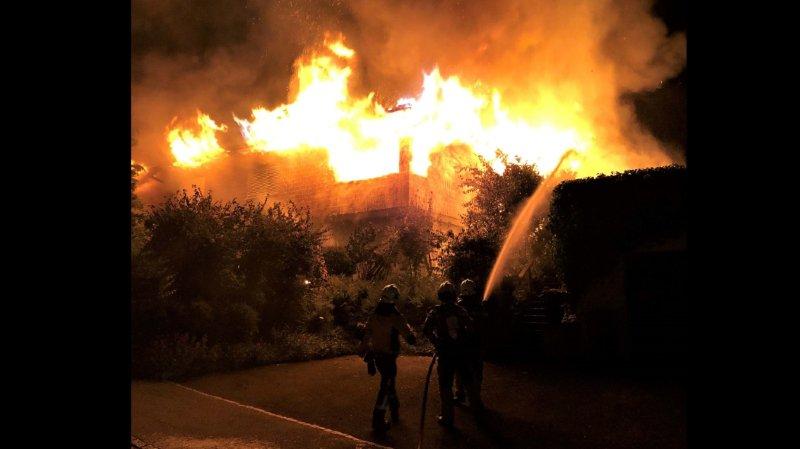 Un Saint-Gallois met le feu à sa maison, s'enfuit puis se suicide