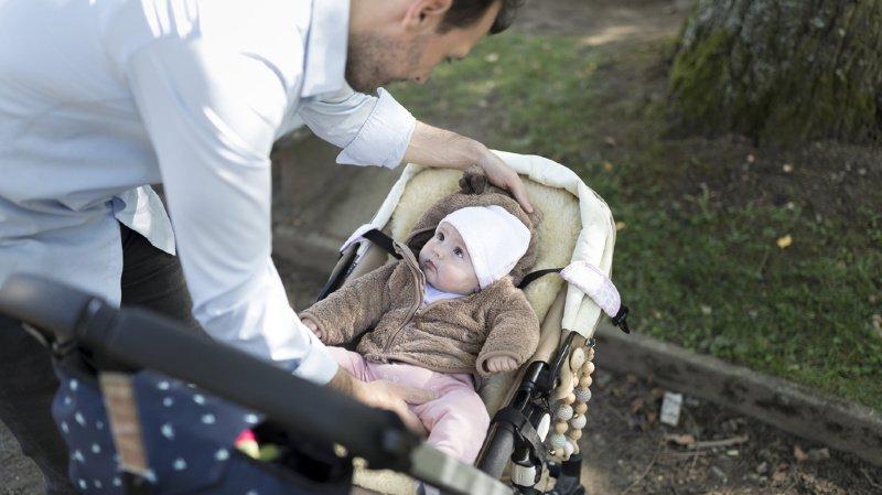 Après la décision du Conseil des Etats, les Suisses devraient obtenir un congé de deux semaines à la naissance de leur enfant. (illustration)