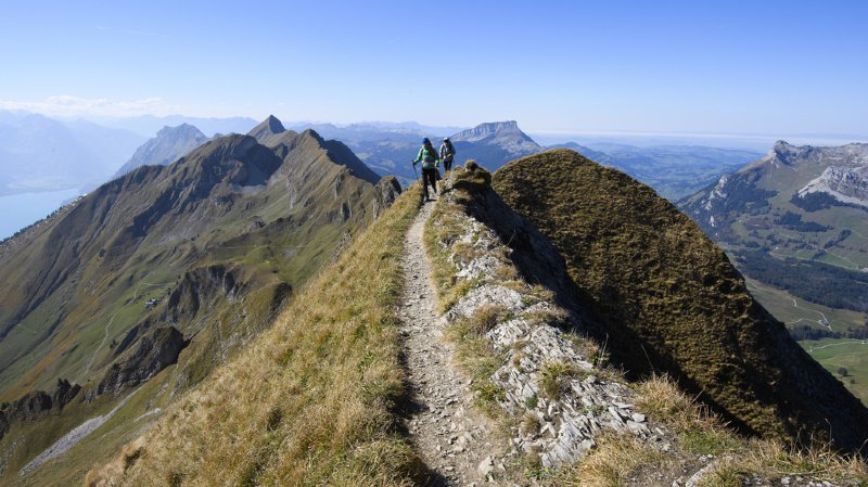 Les plus entraînés peuvent choisir le Chemin des cols alpins, qui longe la crête sud des Alpes sur 610 km.
