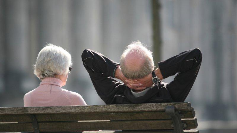 Selon le projet retenu, l'âge de la retraite sera relevé par tranches de deux mois jusqu'à 66 ans, puis lié à l'évolution de l'espérance de vie. (illustration)
