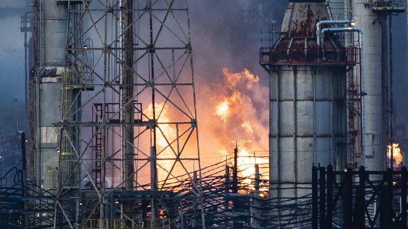 Un incendie massif s'est déclaré dans une raffinerie à Philadelphie tôt vendredi matin.