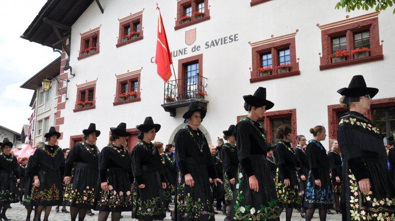Les dames de Granois défileront encore jeudi dans leur costume traditionnel lors de la Fête-Dieu, comme ici en 2014.
