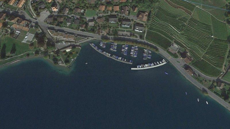 C'est à la hauteur du port d'Oberhofen que le véhicule a quitté la route pour terminer sa course dans le lac, à 80 mètres de profondeur.