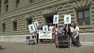 L'association des pharmaciens a déposé sa pétition